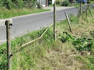 Heruntergedrückter Zaun